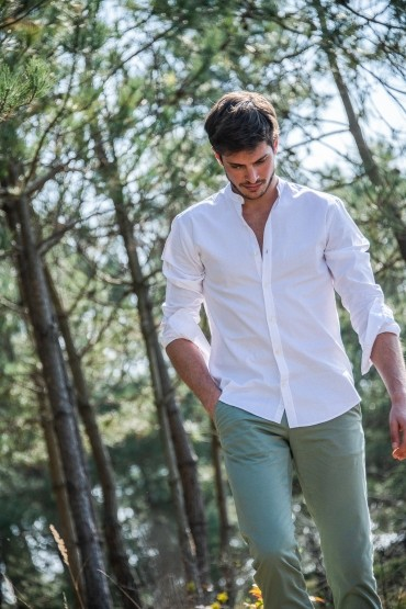 Stand-up collar white shirt...