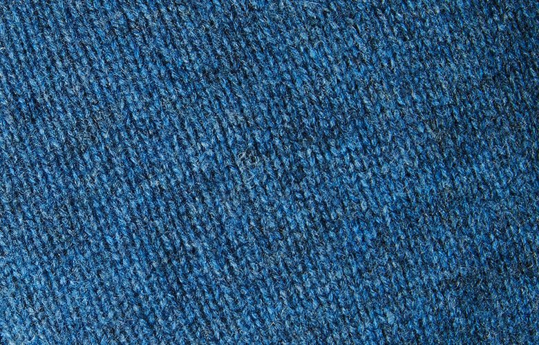 Zoom matiere pull leo bleu