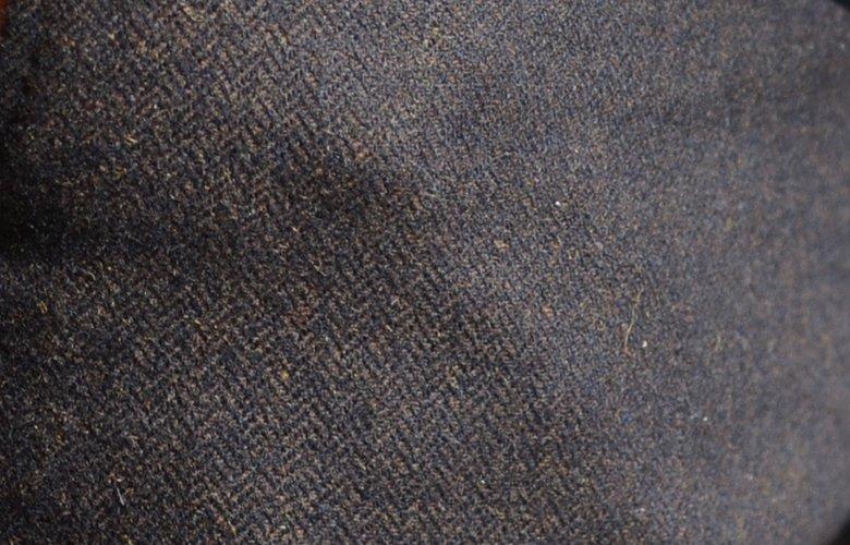 Zoom matière pantalon magot marron