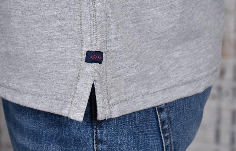 Le zoom detail du polo match gris clair chiné