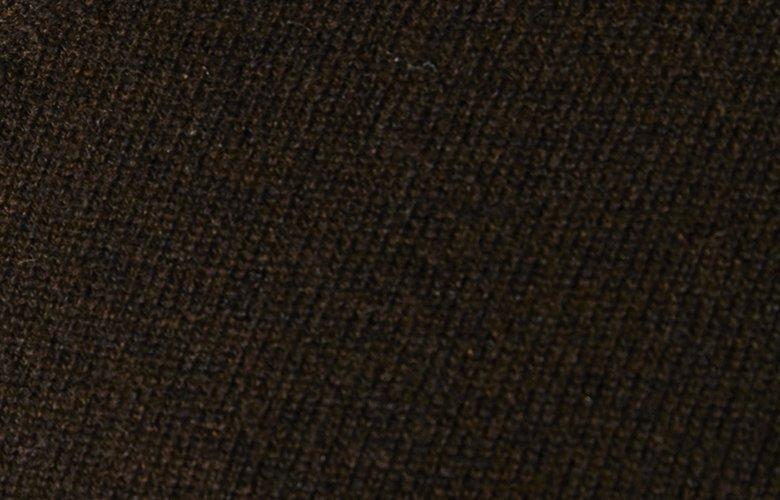 Zoom matiere pull col V triomphe marron