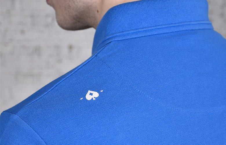 Le zoom detail du polo wimbledon bleu royal
