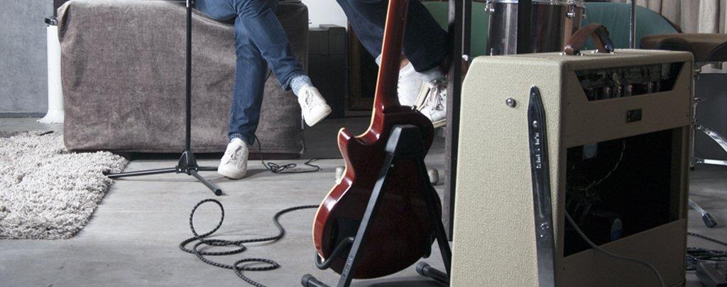 Stéphane à la guitare